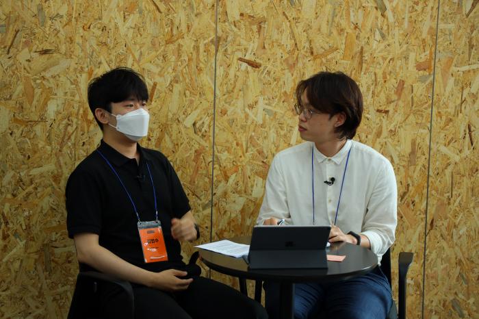 왼쪽부터 임팩트스퀘어 김민수 이사, 루트임팩트 김상우 매니저